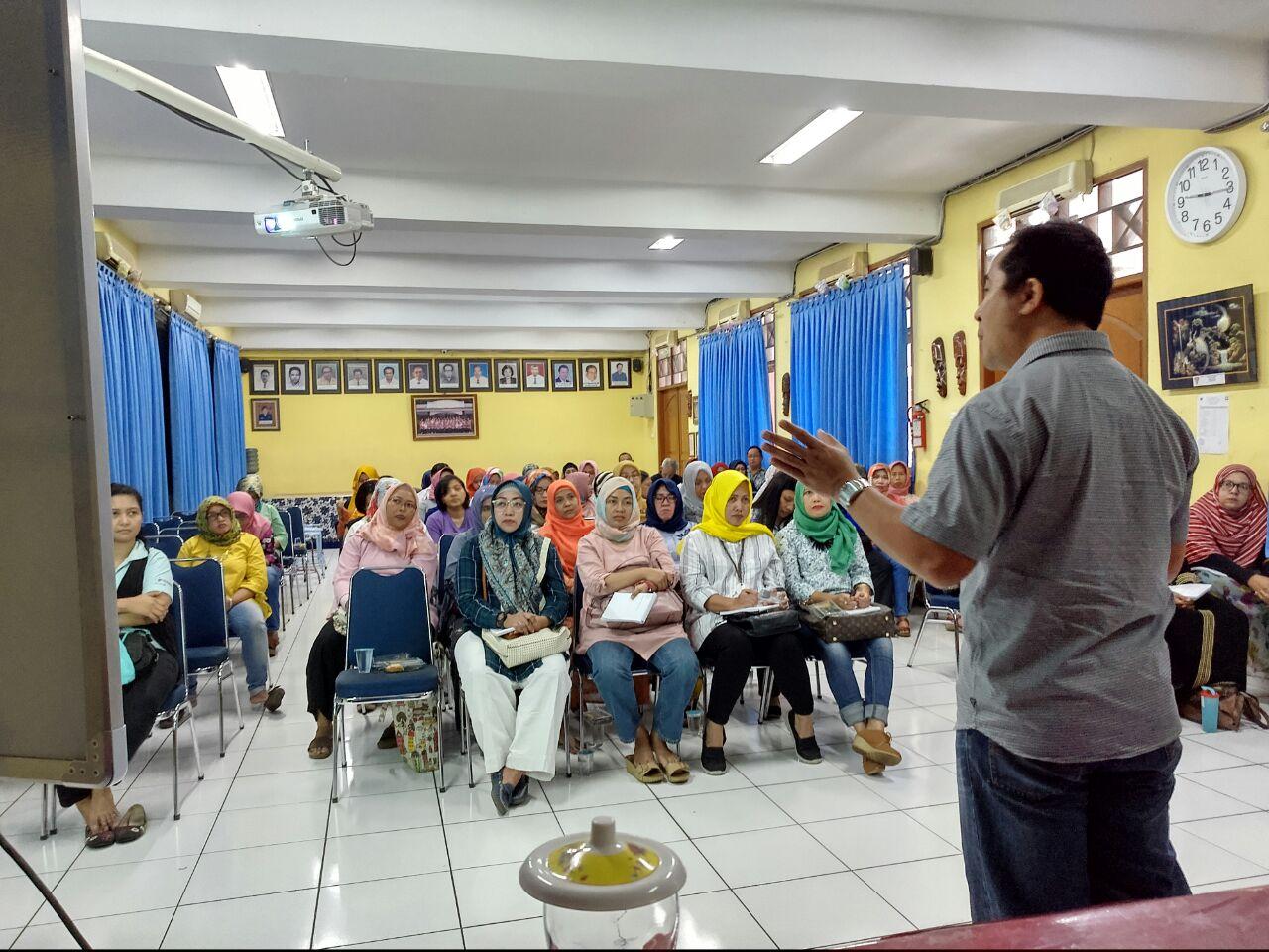 Seminar 7 kebiasaan keluarga bahagia SMP 19 Jakarta