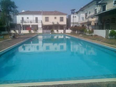 kolam renang BSD