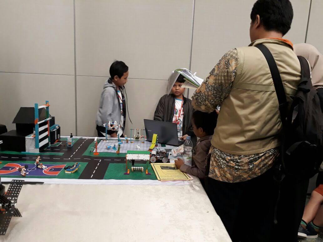 Siswa Fikar Juara 1 Lomba Robotic