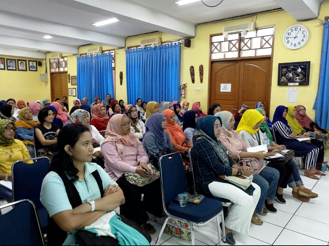 seminar 7 kebiasaan keluarga bahagia di SMP 19